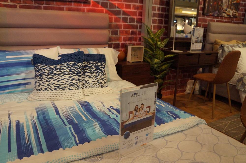 Uratex Bed